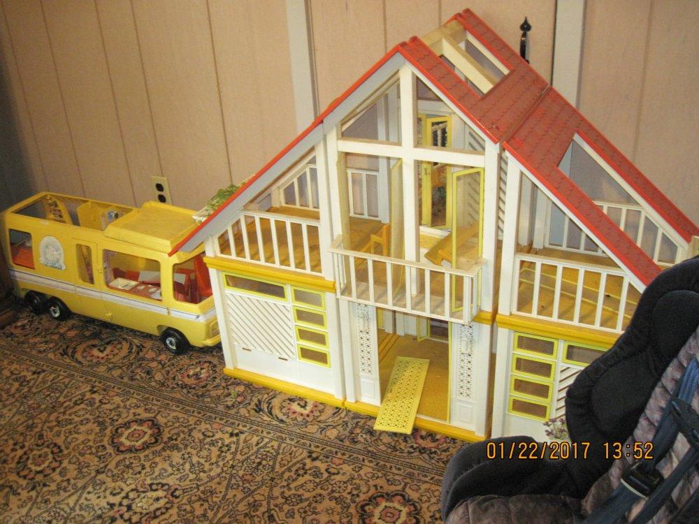 barbie house.JPG
